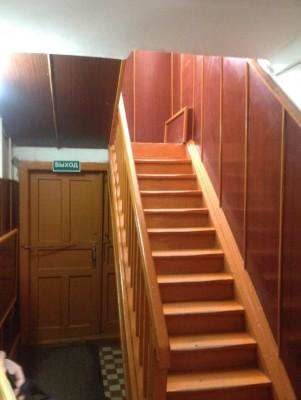 - Лестница в гостинице.jpg